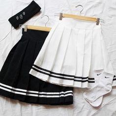 Navy Wind College style Pleated Skirt Black/White from Fashionstyle Navy Wind College-Stil Faltenrock Schwarz / Weiß Fashion Mode, Korean Fashion, Fashion Outfits, Fashion Trends, Skirt Fashion, Trendy Fashion, Fashion Shoes, Nike Fashion, Grunge Fashion