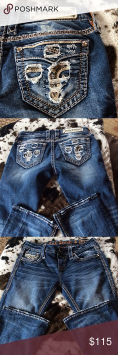 ❤️Rock Revival Sapphire Jeans❤️ Excellent shape. These are a low rise. Size 28. Inseam is 32. Rock Revival Jeans Boot Cut