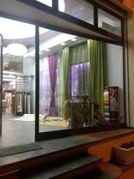 Risultati immagini per allestimento vetrina tendaggi
