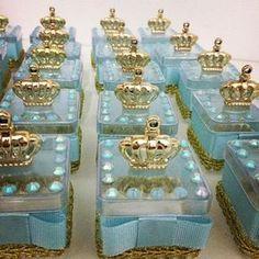 Mais mimos para o príncipe Arthur.  Orçamentos: alifidalgopersonalizados@gmail.com / Whatsapp (27) 99782-6802 #festamenino #festareinado #festaprincipe #festejarcomamor #garimpandolembrancas #queridadata #festainfantil #festasinfantis #umbocadinhodeideias #lembrancinhas #loucaporfestas #pirulitei #pontoapontoo #princessparty #portalfestejar #identidadecriativa #decorefesta #dentrodafesta #festaprincesa #mae_festeira #mamaesfesteirasdoes