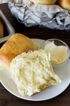 Warm buttery dinner rolls from scratch in just 60 minutes. These 1 hour soft & fluffy dinner rolls are so easy to make they're sure to become a family favorite!
