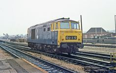 Hymek ambles through Reading working light engine to Oxford, The loco is almost at the end of it's BR career and was not in the best of health Electric Locomotive, Diesel Locomotive, Train Service, Train Pictures, British Rail, Great Western, Work Lights, Diesel Engine, Great Britain
