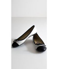 Ballerine in Eco pelle con fiocco a due colori. Disponibili su https://www.melissaagnoletti.it/abbigliamento-donna/scarpe/ballerine-bicolore-4482.html