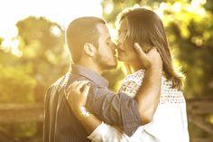 com um lindo por do sol na fazenda Coninho em Inhauma, o beijo e Andreia e Dhiego
