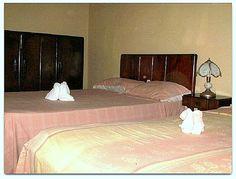 Detalle habitación 1, doble con cama de matrimonio e individual.