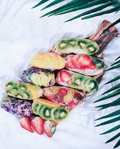 Weekend Rollin'  Sticky coconut rice + rice paper + fruits of choice! ✘ #radplantlife