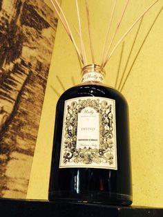 La Fragranza per Ambiente DIVINO nella preziosa bottiglia over size da 3 litri con bastoncini diffusori. www.wallycosmetici.com