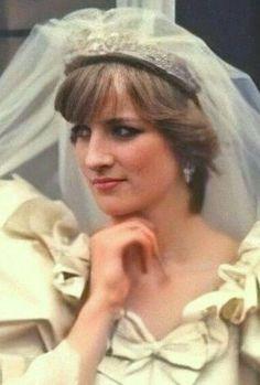 Princess Diana Dresses, Princess Diana Wedding, Princess Diana Photos, Princess Diana Fashion, Princess Of Wales, Lunch Smoothie, Charles And Diana, Lady Diana Spencer, Royal Weddings