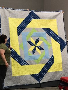 Name: Kelsies Labrynth quilt Views: 958 Size: KB Labrynth Quilt Pattern, Quilting Projects, Quilting Designs, Black And White Quilts, Custom Quilts, Star Quilts, Christmas 2014, Panel, Quilt Making