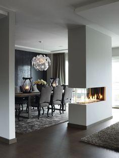 Une cheminée qui aide aussi à délimiter l'espace ! #dccv #ducôtédechezvous #cheminée #deco #design #maison #archi #idée #home