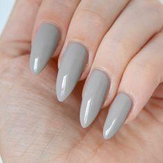 Mavala 'Moon Grey' swatches. Pale grey nail varnish, grey manicure inspiration. #talontedlex #greynails #longnailinspiration Grey Nail Polish, Nail Polish Sets, Nail Polish Colors, Polish Nails, Pastel Nails, Lilac Nails, Almond Nails, Almond Acrylic Nails, Gorgeous Nails