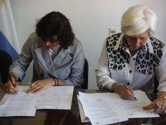 Firma de Convenio: Ministra de Educación y Presidente de nuestra institución.
