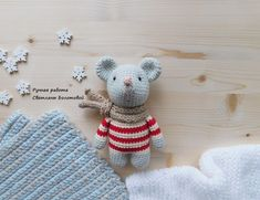 Baby mouse amigurumi pattern # mouse-What a sweet baby mouse pattern! This amigurumi mouse is adorable and so simple! Make a great gift for your loved one with our free crochet pattern. Crochet Mouse, Crochet Bear, Cute Crochet, Crochet Animals, Crochet Birds, Easy Crochet, Doll Amigurumi Free Pattern, Crochet Baby Hat Patterns, Crochet Baby Toys