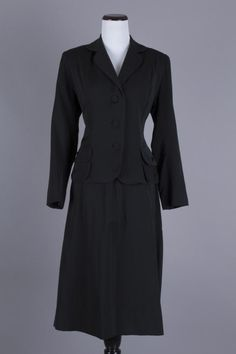 M/L 40s-50s Vintage Black 2-Piece Skirt Suit w/ Bronze Satin Lining. $90 via eBay 50s Vintage, Vintage Skirt, Vintage Black, Vintage Dresses, Skirt Suits, Dresses For Work, Bronze, Satin, Antiques