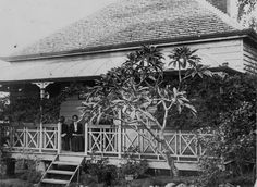 Sitting on the verandah in Woolloongabba, Brisbane, ca. 1905 - Shingle roofed house, possibly belonged to T. Ware in Heaslop Street, Woolloongabba. Australian Houses, Australian Art, Brisbane City, Melbourne, Queenslander House, Terra Australis, Special Images, Australia Day, Slums