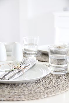 Pretty & Natural table setting