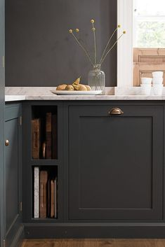 Loving the simplicity of this dark dark grey kitchen. Mixing metals and keeping it simple works perfectly. We love Benjamin Moore's Midnight dream for this loo