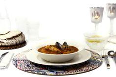 Cómo hacer caldereta de pescado y marisco en Crock Pot o slow cooker. Receta paso a paso. Descubre esta y otras recetas de Navidad en olla de cocción lenta.