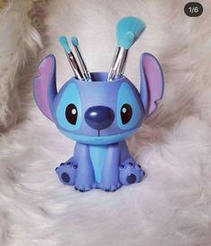 Super cute Stitch Makeup Brush Holder - Makeup Tips Lilo Stitch, Stitch Disney, Cute Stitch, Stitch Toy, Disney Magic, Disney Art, Stitches Makeup, Stitch And Angel, Geek Decor