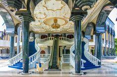 Jame'Asr Hassanil Bolkiah Mosque, Bandar Seri Begawan, Brunei © Zdeněk Matyáš | Dreamstime