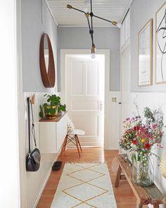 25 Best Hallway Walls Make Your Hallways Renovation - Best Home Ideas and Inspiration Hallway Walls, Hallway Wall Decor, Hallway Storage, Hallway Decorating, Entryway Decor, Hallway Ideas, Home Decor Store, Diy Home Decor, Small Hallways