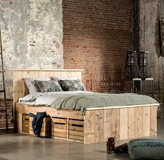Irresistible charms appear from the industrial bedroom. See how that becomes spellbinding in our 10 industrial bedroom ideas here. Bed On Crates, Crate Bed, Bedroom Sets, Home Decor Bedroom, Industrial Bedroom Furniture, Kitchens And Bedrooms, Simple Furniture, Bedroom Styles, New Room