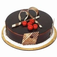 Online Cake Delivery In India. Send Birthday Cake to India under Choose from Eggless Black Forest, Chocolate, Pineapple. Chocolate Truffle Cake, Chocolate Truffles, Chocolate Lovers, Chocolate Desserts, Cake Decorating Amazing, Cake Decorating Frosting, Order Cakes Online, Cake Online, Online Cake Delivery