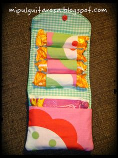 FREE pattern and tutorial for this awesome Feminine Products Snap Pouch. Sewing Hacks, Sewing Tutorials, Sewing Patterns, Fabric Crafts, Sewing Crafts, Pochette Diy, Pouch Pattern, Free Pattern, Cloth Pads