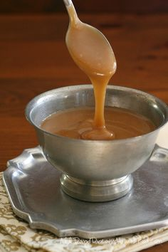 Keto Low Carb Caramel Sauce - Ooey and gooey! And this keto caramel sauce doesn't recrystallize but stays soft and pourable for days. Sugar Free Desserts, Sugar Free Recipes, Keto Recipes, Keto Desserts, Atkins Desserts, Keto Sauces, Low Carb Sauces, Low Carb Deserts, Low Carb Sweets
