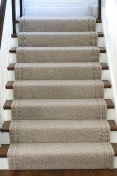 Old Carpet Design - Round Carpet Grey - Neutral Carpet Stairs - Carpet Diy, Plush Carpet, Carpet Decor, Beige Carpet, Cheap Carpet, Modern Carpet, Cost Of Carpet, Neutral Carpet, Green Carpet
