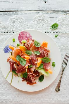 Prosciutto & Melon : simple but sooo good I Love Food, Good Food, Yummy Food, Antipasto, Cooking Recipes, Healthy Recipes, Best Appetizers, Food Presentation, Food Plating