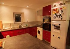 Intercambio de Trabajo Francia: Help for room cleaning Kitchen Island, Kitchen Cabinets, Home Decor, Housekeeping, Make A Bed, Co Workers, France, Europe, Restaining Kitchen Cabinets