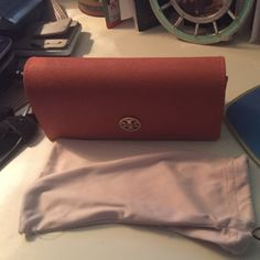 Orange hard case Tory Burch case Very good condition and come with dust bag Tory Burch Accessories Glasses