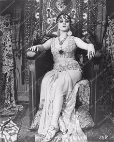 Theda Bara in the original silent Cleopatra full length portrait 720-20