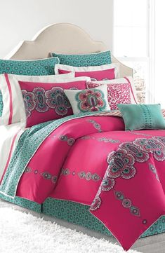 Love this bright magenta and turquoise mandala print bedding. This complete look would be gorgeous against a gold feature wall.