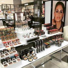 Dificil contenerse, ¿verdad? 😝 ¡Os esperamos en Permuferias Druni! 📍  #TeeezCosmetics #beauty #squad #flawless #maquillaje #belleza #tips
