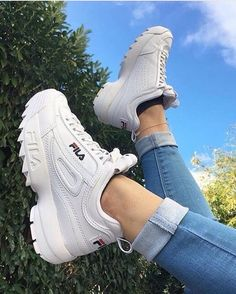 15 Sneakers To Add To Your Wardrobe This Spring – Related posts:The Top 10 Accessories Trends of Spring Top Sneaker & Sneaker Boots für DamenReduzierte Damenschuhe Best Sneakers, Sneakers Fashion, Fashion Shoes, Shoes Sneakers, Shoes Heels, Pumps, Fila White Sneakers, Wedge Sneakers, Tumblr Sneakers