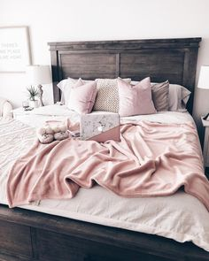 30 Chic And Unique Pink Bedroom Design And Decorating Ideas for Teen Girl – Home and Apartment Ideas Home Bedroom, Modern Bedroom, Bedroom Decor, Bedroom Ideas, Teen Bedroom, Bedroom Inspo, Pink Bedroom Design, Home Interior, Interior Design