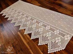 This Pin was discovered by Meh Crochet Curtain Pattern, Crochet Doily Diagram, Crochet Lace Edging, Crochet Curtains, Curtain Patterns, Crochet Borders, Diy Curtains, Filet Crochet, Crochet Doilies