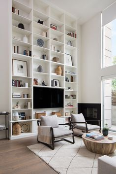 Home Library Room Layout Interior Design 52 Super Ideas Living Room Built Ins, Living Room White, White Rooms, Rugs In Living Room, Dining Rooms, Bookshelves With Tv, Bookshelves In Living Room, Built In Bookcase, Bookcase Styling