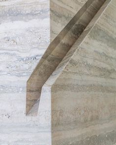 Via _roomonfire Travertine handrail detail in Canyon House by @anx_architecture located in the Hollywood Hills. . . . . . . #_roomonfire #holywoodhills #travertine #handrail #stairs #staircase #architecture #losangeles #la #AaronNeubertArchitects #stone #naturalstone #balustrade #interiors #interiordesign #Hollywood #detail #architecturaldetails
