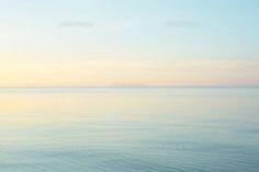 夕暮れ時の波のない静かな海 (c)KIYOSHI NAKAMURA/「PHaT PHOTO'S」