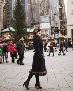 Vienna is a such a handsome lively city even tho it was Sunday  Wearing @collectifclothing ❄️ Turban @brothersandsisters.be