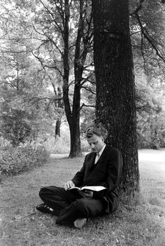 billy graham reading from isaiah O Lord, be gracious unto us; we have waited for thee; be thou their arm every morning, our salvation also in the time of trouble. - Amazing Home Libraries Billy Graham Family, Billy Graham Quotes, Billy Graham Library, Rev Billy Graham, Bill Graham, Anne Graham Lotz, Isaiah 33, Franklin Graham, Godly Man