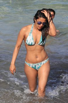 Priyanka Chopra Super Hot & Spicy Show Swimming in the Ocean at Beach in Miami
