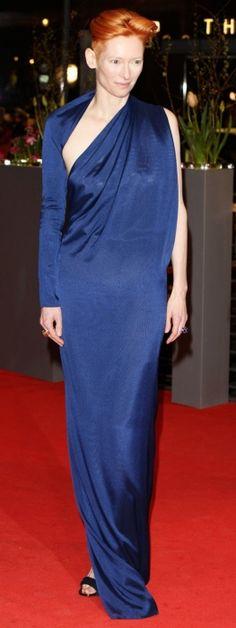 Tilda Swinton In Haider Ackermann Tilda Swinton, Haider Ackermann, Androgynous Look, Androgyny, Geometric Fashion, Vogue, Celebrity Red Carpet, Celebs, Celebrities