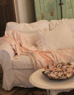 Pale pinks and white for the beach cottage, so fresh and pretty