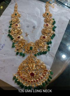 Saved by radhareddy garisa Light Weight Gold Jewellery, 1 Gram Gold Jewellery, Gold Jewellery Design, Gold Earrings Designs, Necklace Designs, Emerald Jewelry, Gold Jewelry, Indian Jewelry Sets, Durga