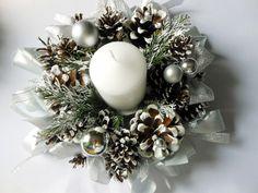 Świąteczny stroik z szyszek DIY | Cup of Nature Christmas Window Boxes, Rustic Christmas Ornaments, Handmade Christmas Decorations, Simple Christmas, Christmas Wreaths, Christmas Crafts, Pine Cone Crafts, Diy Wreath, Diy And Crafts