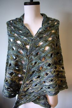 Knitty: Maja - Winter 2008 - Quick & easy shawl in a beautiful fun crossed stitch on a garter stitch background (hva)